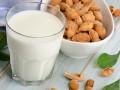 Как приготовить молоко с миндальным вкусом (видео)