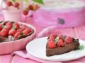 Рецепты на 8 марта: Шоколадный пирог с малиной