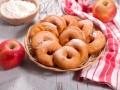 Как приготовить яблочные пончики
