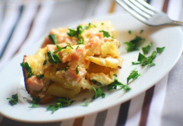 Рецепт                  Картофель под сырным соусом с ветчиной