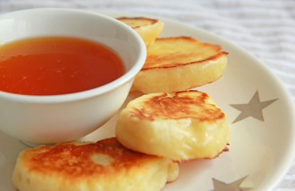 Рецепт                  Дрожжевые оладьи на молоке