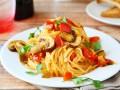 Спагетти с томатно-грибным соусом