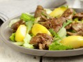 Рецепты на 8 марта: Теплый салат из печени и яблок