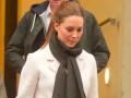 Звездный пример: Кейт Миддлтон выбрала стильный наряд для шопинга