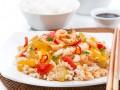Как приготовить рис с креветками и овощами (видео)