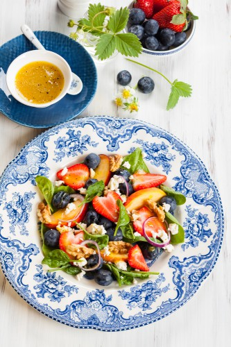 Рецепт                  Летний салат из шпината с фруктами и ягодами