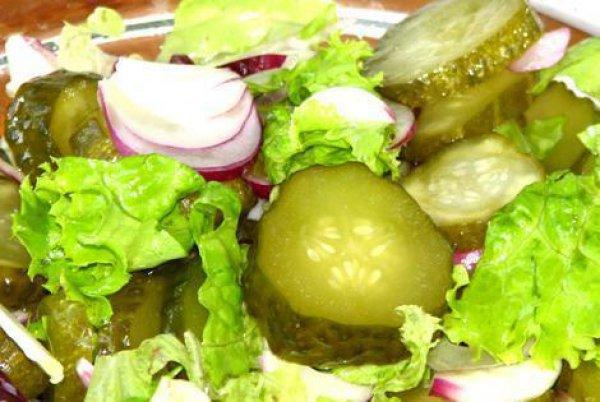Рецепт                  Салат из сладкого лука с огурцами
