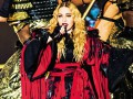 Мадонна расплакалась на сцене, вспоминая о терактах в Париже