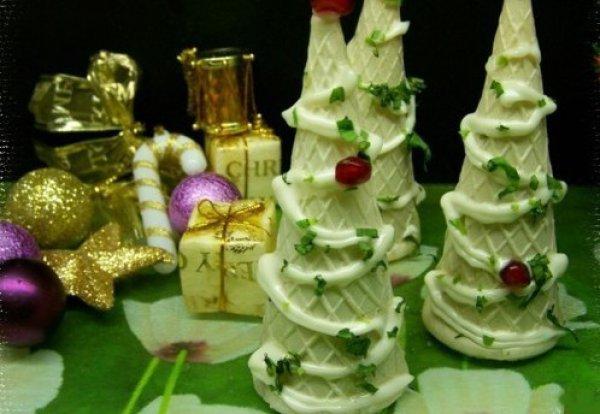 Рецепт                  Праздничная закуска: Вафельные новогодние елочки