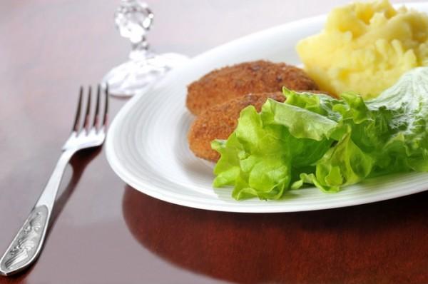 Рецепт                  Котлеты из лосося с зеленью и чесноком