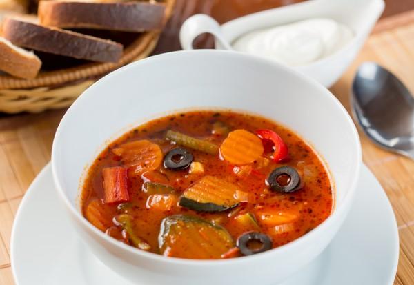 Рецепт                  Томатный суп с овощами и маслинами
