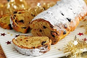 Штоллен традиционно пекут за месяц до Рождества