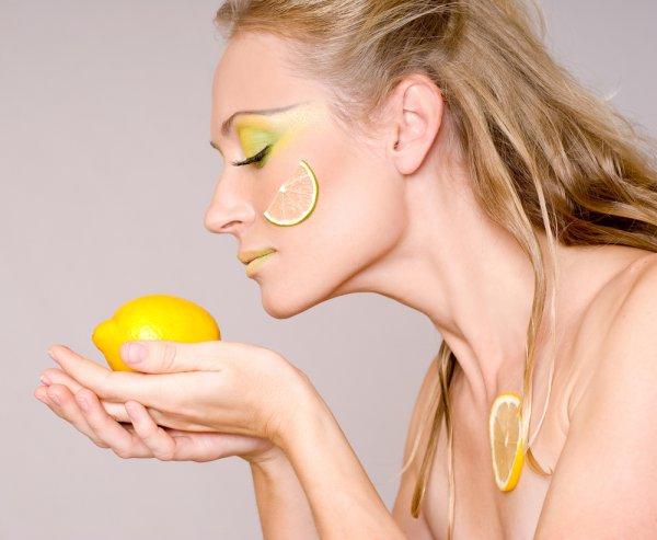 В народной медицине лимон ценится, как омолаживающее средство