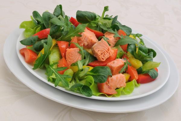 Рецепт                  Салат из лосося с овощами