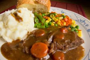 Тушеная говядина с картофельным пюре