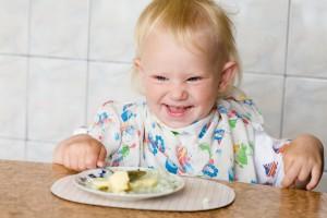 Немного терпения, и ребенок научится кушать самостоятельно