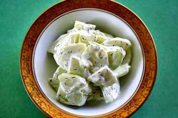 Рецепт                  Салат из огурцов с йогуртовой заправкой