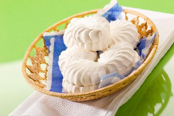 Натуральный зефир имеет белый цвет
