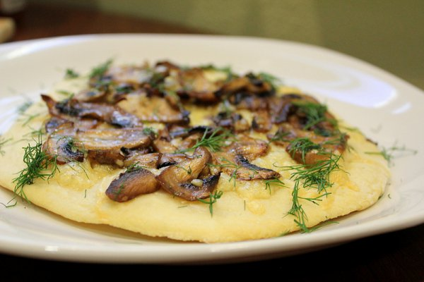 Рецепт                  Пицца с грибами, чесноком и сыром