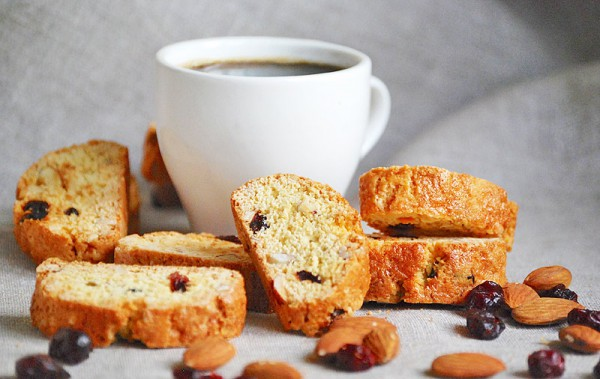 Рецепт                  Бискотти с орехами и клюквой