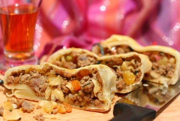 Рецепт                  Турецкие пироги с мясом, изюмом и кедровыми орехами