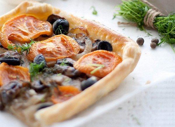 Рецепт                  Овощной тарт с грибами, помидорами и маслинами