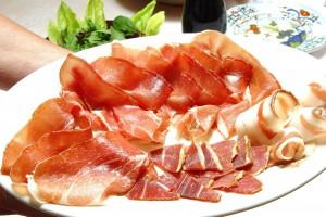 Прошутто - главный мясной деликатес Италии