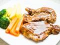 Жареное свиное филе с пряным соусом