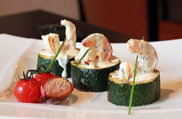 Рецепт                  Праздничная закуска: Цуккини с креветками в сливочном соусе