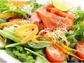 Как приготовить праздничный салат из морепродуктов ВИДЕО)