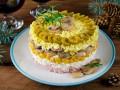 Слоеный новогодний салат с грибами и ветчиной