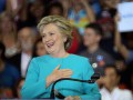 Хиллари Клинтон отметила день рождения на борту самолета