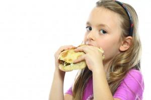 Детям вредно питаться фаст-фудом