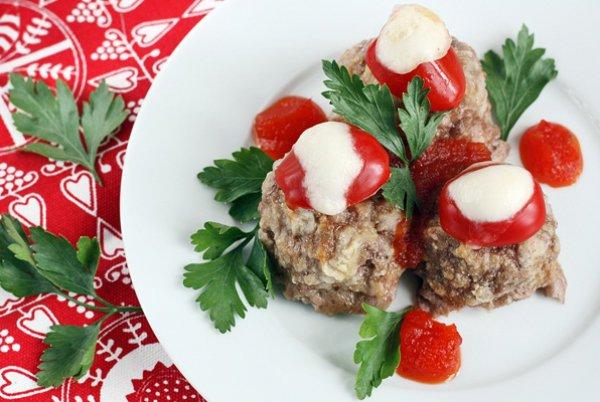 Рецепт                  Мясные шарики с моцареллой