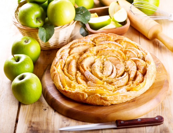 Рецепт                  Яблочный пирог из слоеного теста