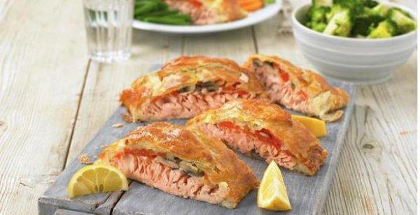 Рецепт                  Пирог из слоеного теста с лососем