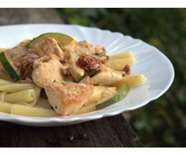 Рецепт                  Паста с курицей и кабачками