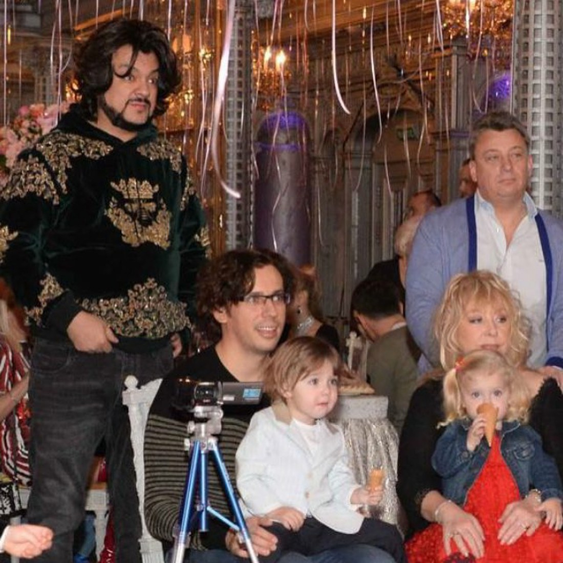 пугачева и галкин с детьми фото декоративного