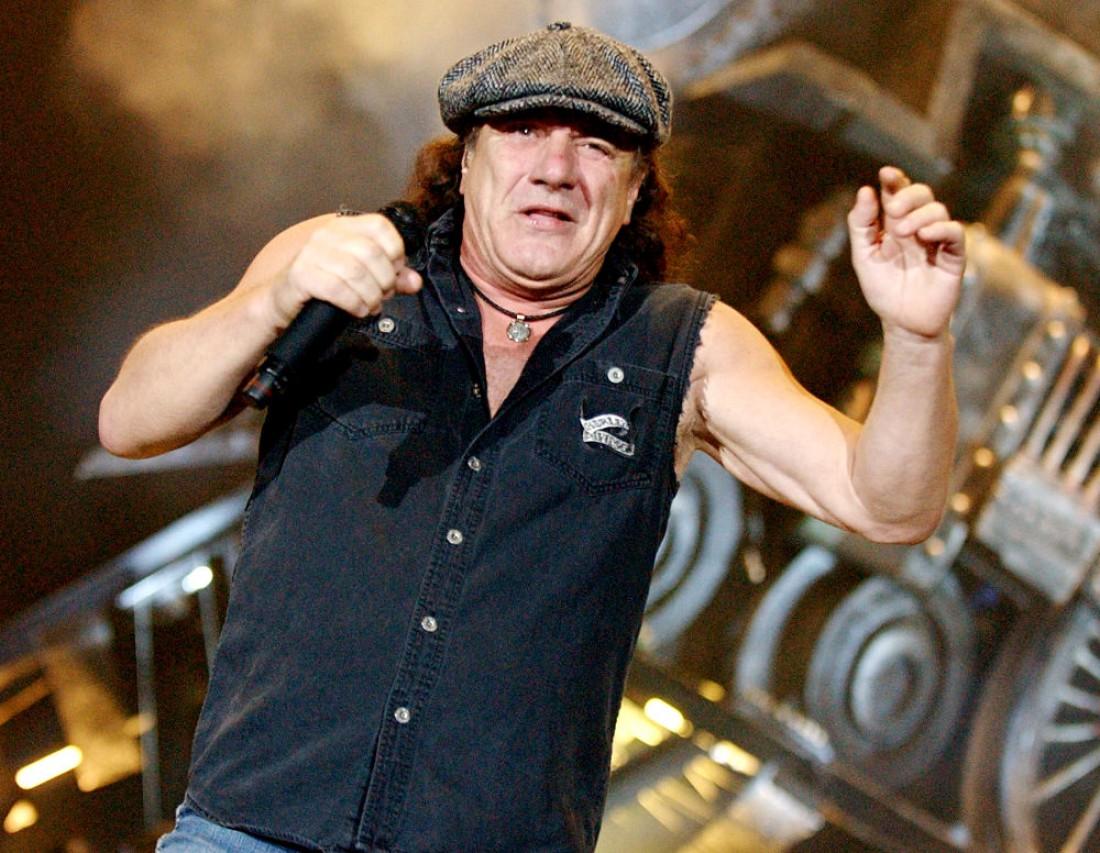68-летний солист группы AC/DC может полностью потерять слух