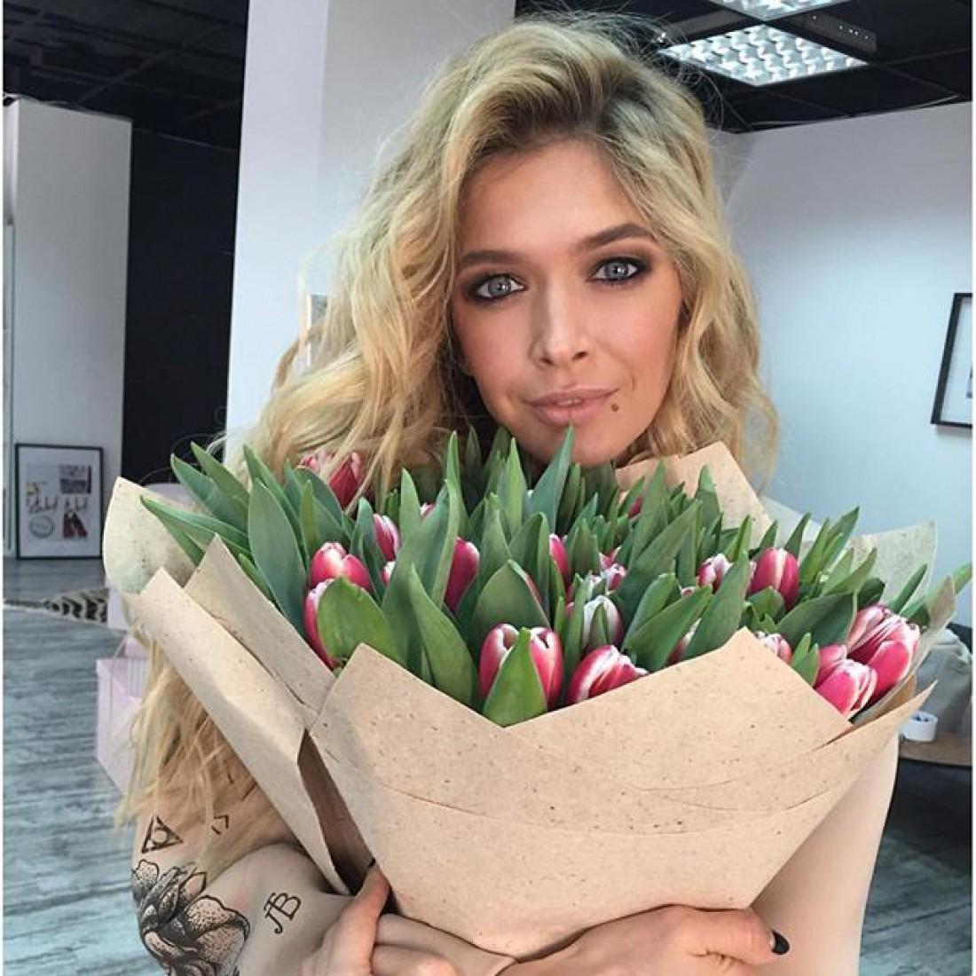 Красная дорожка премии МУЗТВ 2017 Вера Брежнева Кети