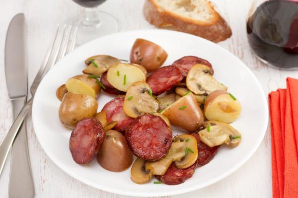 Рецепт                  Картофельный салат с грибами и колбасками