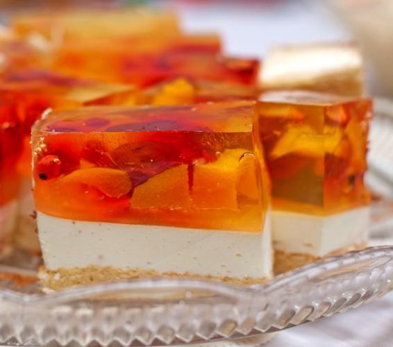 Рецепт                  Торт желе-безе с ягодами