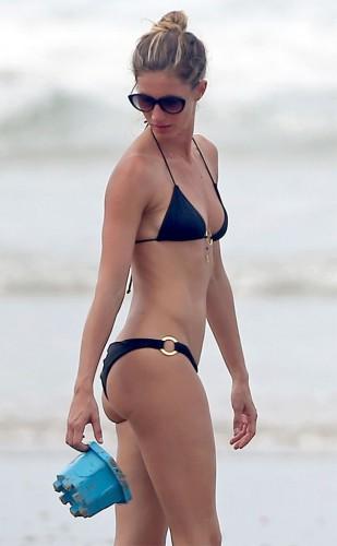 Супермодель Жизель Бундхен отдохнула на пляже в бикини - Звезды и ...