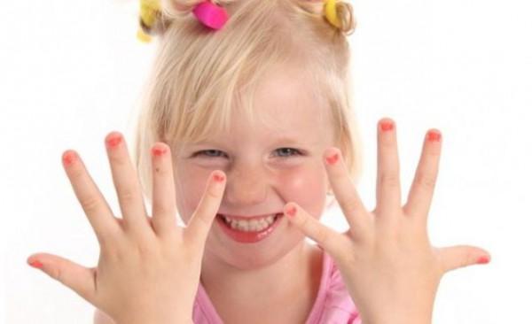 Как отучить своего ребенка грызть ногти
