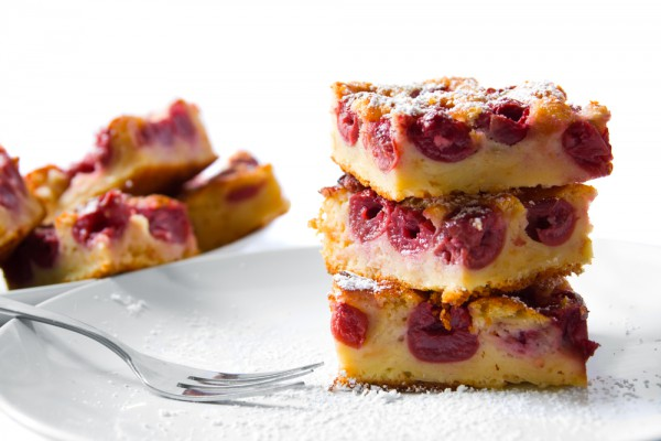 Рецепт                  Бисквитный пирог с вишней