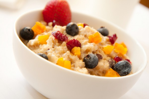 Рецепт                  Постный завтрак: Овсяная каша с фруктами и медом