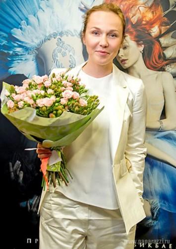 Альбина Джанабаева вышла в свет без макияжа