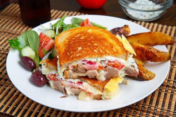 Рецепт                  Горячий бутерброд с мясом и сыром