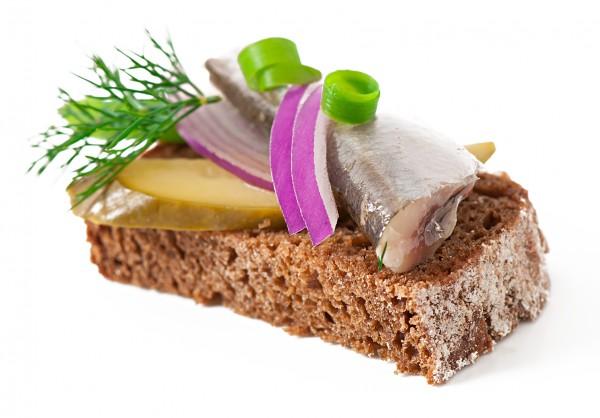 Рецепт                  Бутерброды с сельдью и огурцами