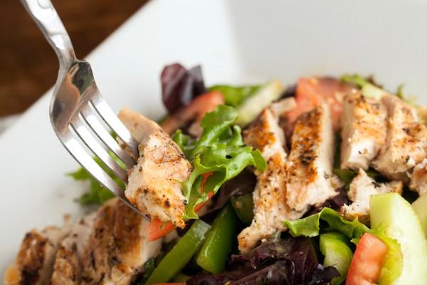 Рецепт                  Летний салат с курицей гриль